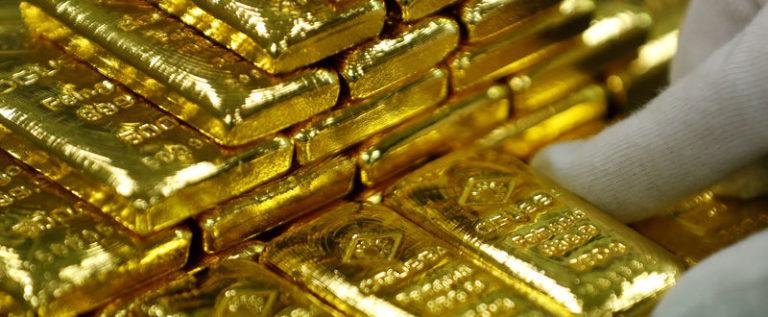 الذهب يبلغ أعلى مستوى في أسبوعين بفعل بيانات أمريكية ضعيفة