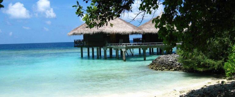 عطلة وعمل.. المالديف تدفع لك أجرا مقابل الالتحاق بهذه الوظائف