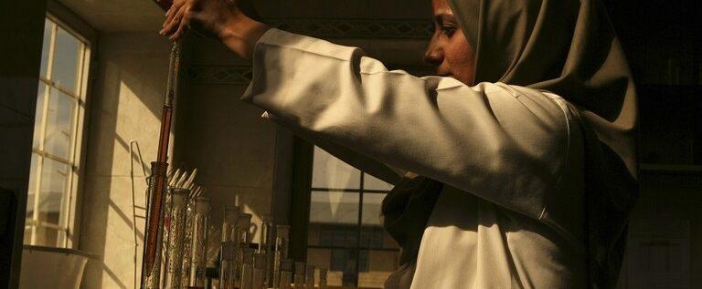 """إيران تعلن عن إنتاج دواء لعلاج المصابين بفيروس """"كورونا"""" أعطى نتائج نسبية"""