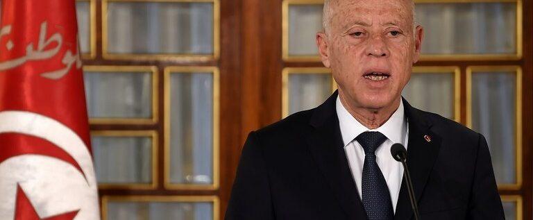 الرئيس التونسي يعلن حجرا صحيا كاملا في البلاد