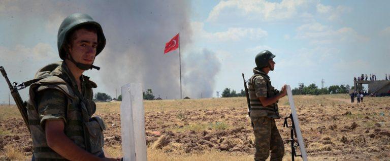 وزارة الدفاع التركية تعترف بمقتل جندي تركي وإصابة 9 آخرين بنيران الجيش السوري في منطقة إدلب