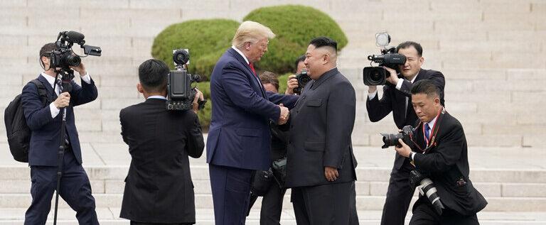 ترامب يرفض التعليق على ما إذا كان كيم في سدة الحكم