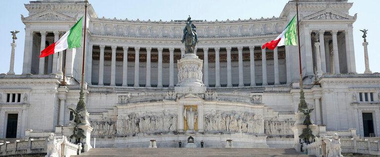 إيطاليا تسجل أدنى حصيلة يومية لوفيات كورونا منذ 19 آذار/مارس