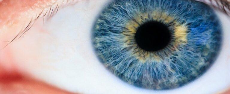 علامة تحذيرية في العينين تدل على حالة مرضية شائعة!