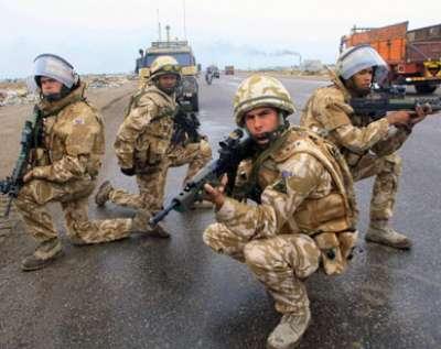 القوات البريطانية ضمن ما يسمى التحالف الدولي في العراق تعلن انسحابها من قاعدة التاجي العسكرية