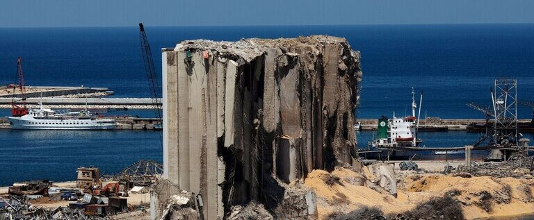 الكويت تتعهد بإعادة بناء صومعة القمح التي دمرها انفجار مرفأ بيروت
