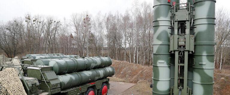 """روسيا وتركيا توقعان عقد توريد كتيبة ثانية من منظومة الدفاع الصاروخية """"إس-400"""""""