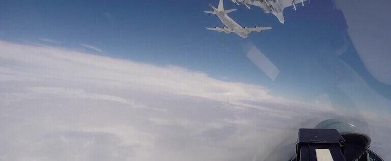 """الناتو يرسل مقاتلاته لمرافقة طائرات روسية فوق 5 بحار أثناء مناورات """"درع المحيط"""""""