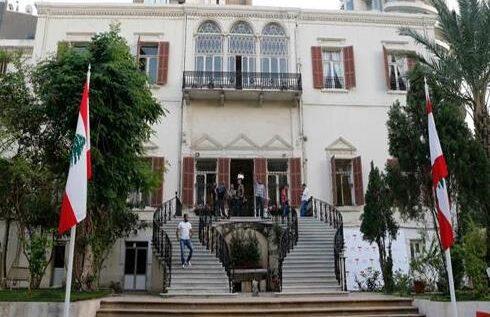 محتجون اقتحموا مبنى وزارة الخارجية