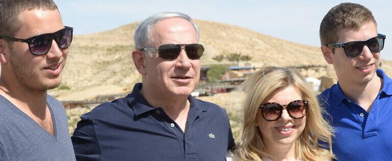 أولمرت: إسرائيل تقودها عصابة بلا مكابح قوامها نتنياهو وزوجته وابنه