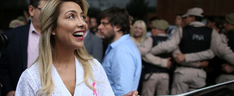 """سيدة الأرجنتين الأولى تقاضي """"غوغل"""" على إهانتها بوصف يحقر النساء"""
