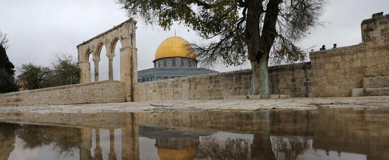العاهل الأردني والرئيس الفلسطيني يعبران عن أملهما في إحياء بايدن لعملية السلام