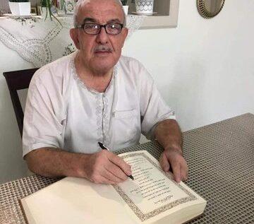 خطاط سوري ينهي كتابة القرآن الكريم بيده بعد 3 سنوات