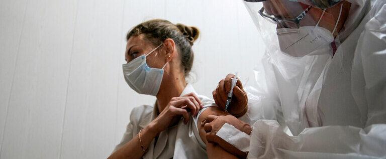 انطلاق حملة التطعيم ضد كورونا في موسكو