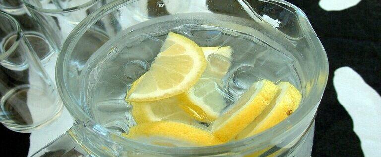 فوائد شرب الماء مع الليمون؟