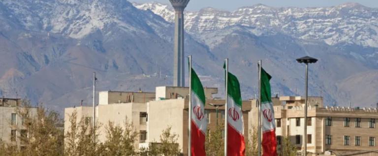 """إيران تعدم متشددا لـ""""قتله"""" اثنين من الحرس الثوري"""