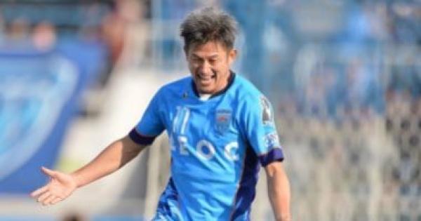 """بعمر الـ53.. """"الملك كازو"""" يجدد عقده مع نادي يوكوهاما الياباني"""