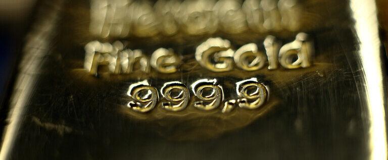 سعر أونصة الفضة يقفز بنحو 5% والذهب بنسبة 1%