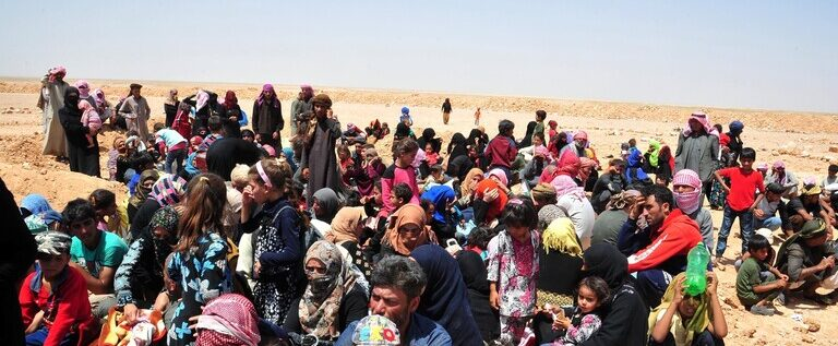 الدفاع الروسية: الولايات المتحدة تمنع اللاجئين السوريين من مغادرة مخيم الركبان