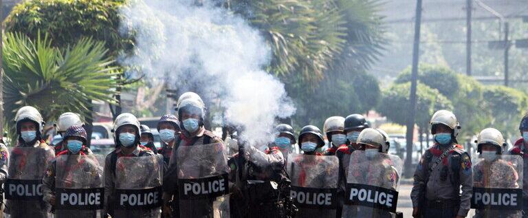 ميانمار.. الشرطة تستخدم الرصاص المطاطي لتفريق المحتجين