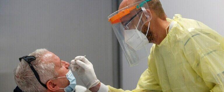 إيطاليا تعلن خطة لتطعيم 80% من السكان ضد كورونا
