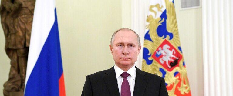 العلاقات مع الاتحاد الأوروبي والقضايا الدولية محور اتصال بوتين مع ميركل وماكرون