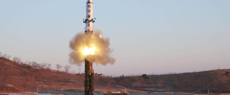 اليابان تصدر تحذيرا من إطلاق محتمل لصاروخ باليستي من كوريا الشمالية