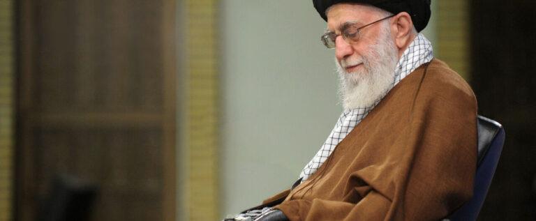 الإمام الخامنئي يبعث رسالة تعزية إلى السيد نصرالله بوفاة الشيخ أحمد الزين