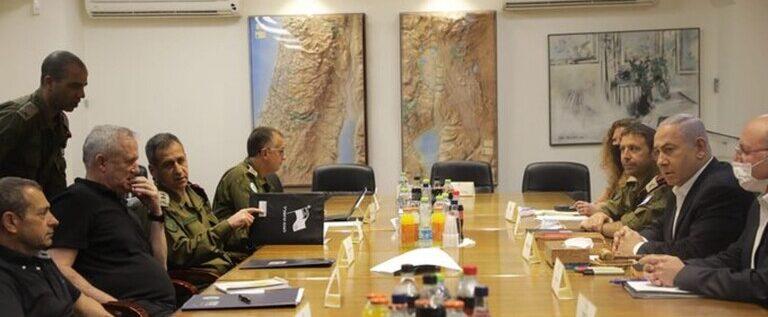 """نتنياهو يعلن بعد اجتماع مع كبار المسؤولين عن استمرار ضرب """"الأهداف"""" في قطاع غزة"""