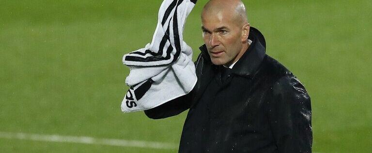 زيدان يصل مقر ريال مدريد للاستقالة