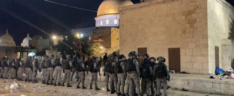 بالفيديو : شاهد اقتحام المسجد الاقصى وموجهات هي الاعنف منذ سنوات طويلة …